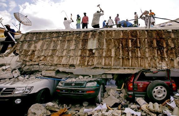 Vietējie ar pašu rokām cenšas... Autors: UglyPrince Zemestrīce Haiti