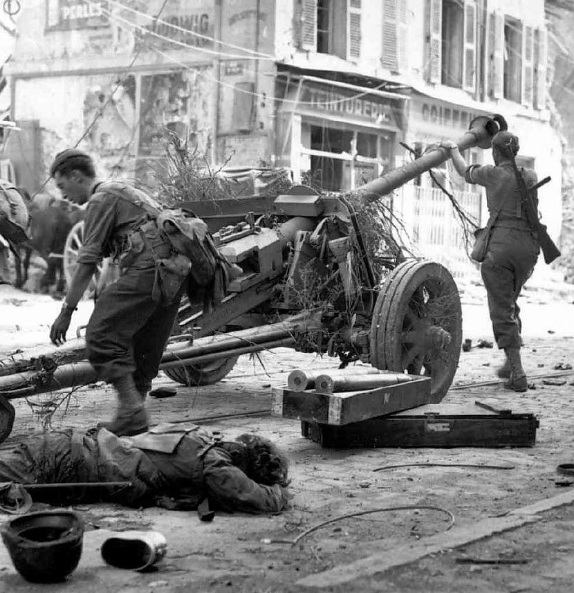 Autors: Tēviņš 2.Pasaules Karš.