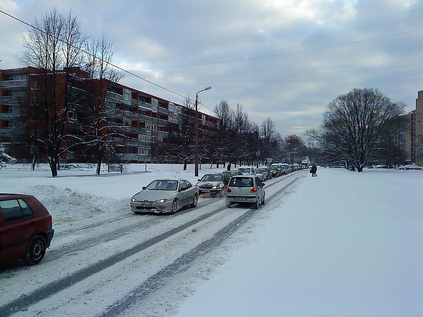 Tā lūk izskatās Ieriķu iela... Autors: PizhikZ Sniegs arī citā Rīgas galā.
