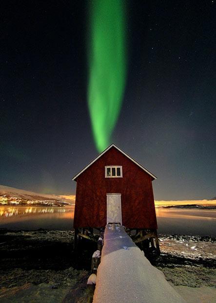 Šķiet ka ziemeļblāzma nāk no... Autors: KingOfTheSpokiLand Ziemeļblāzma Norvēģijā!