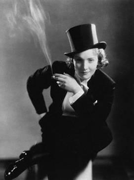 Dītriha bija vairāku modes... Autors: LAGERZ Marlene dietrich - dekadences karaliene