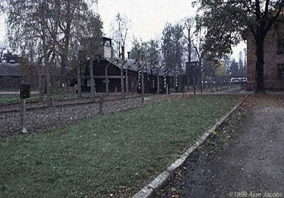Ierašanās Aušvices nometnē... Autors: industrious Aušvices nāves nometne, toreiz un tagad