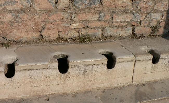 Tualetes apmeklējums romiešiem... Autors: gurkjis Nezināmā Senā Roma! Fakti!