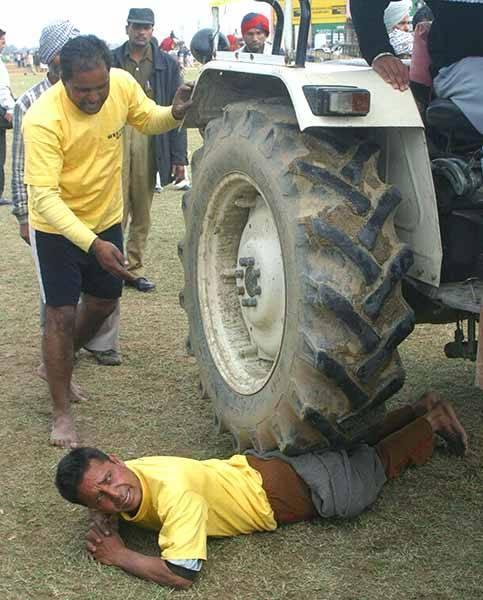 Izturības pārbaude zem... Autors: pusniks Mini Olimpiskās spēles Indijā