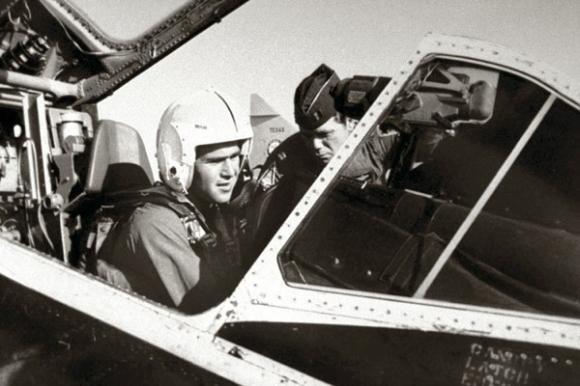 Pilots Džordžs Bušs jaunākais Autors: LAGERZ Džordža buša foto hronika
