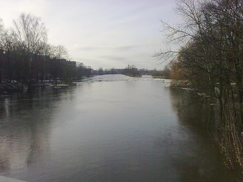 Mazā upīte Driksa kautgan... Autors: ruudza6 Jelgava turpina applūst