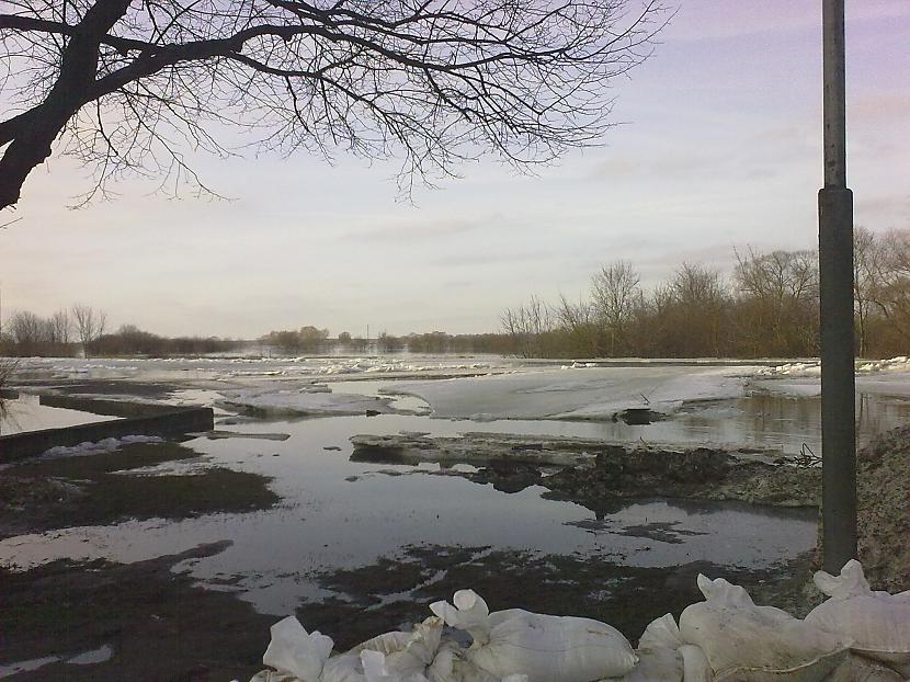 Kā redzams ledus kam kust vēl... Autors: ruudza6 Jelgava turpina applūst