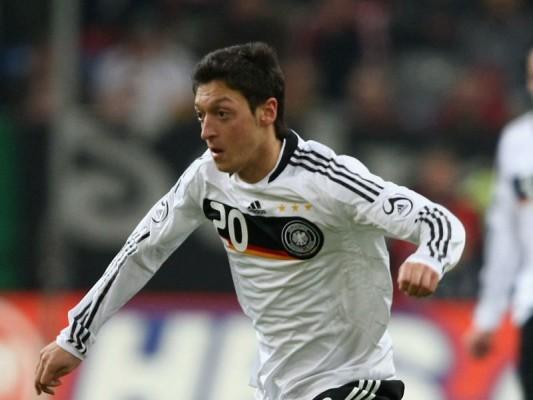 8 Mesut Ozil  Germany PČ laikā... Autors: DjOutlaw 2010.gada PČ labākie spēlētāji.