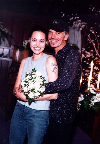 Slepanā kāzu ceremonijā... Autors: UglyPrince Andželīnas Džoli stila evolūcija!