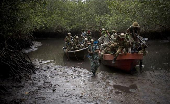 Apkārtējie iedzīvotāji stāsta... Autors: Pirāts Nigērijas naftas pirāti.