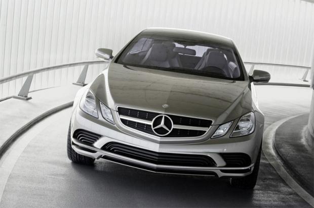 """Autors: Speed """"Mercedes"""" parāda gaidāmās E-klases seju"""