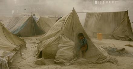 Te ir attēlots kā mazs bērns... Autors: Paparazijs Dažas skumjākās pasaules fotogrāfijas.