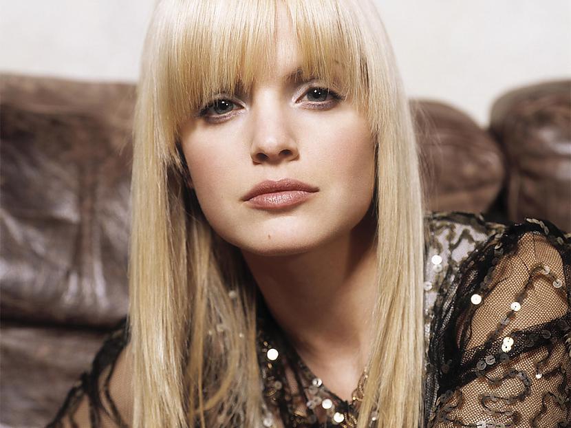 Mazgājot matus ar šampūnu kura... Autors: FiFīī Padomi modē un skaistumkopšanā. 9