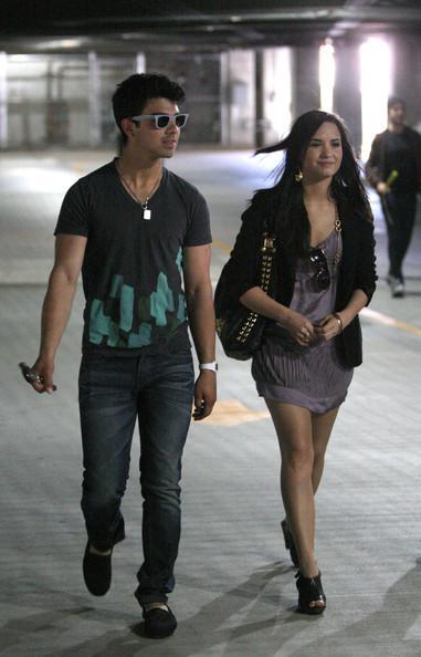 Joe Jonas un Demi Lovato Autors: princeSS /Kuras slavenības 2010 gadā izšķīrušās?/