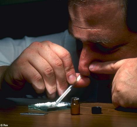 Kā atpazīt lietotāju... Autors: MarlboroGold Kokaīns jeb cocaine 1.daļa