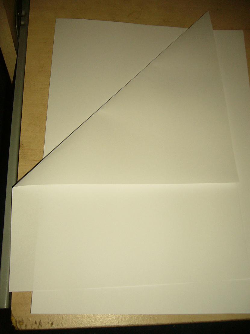 Vispirms ņemam papīra lapu un... Autors: Yehet Papīra sniegpārsliņas :)