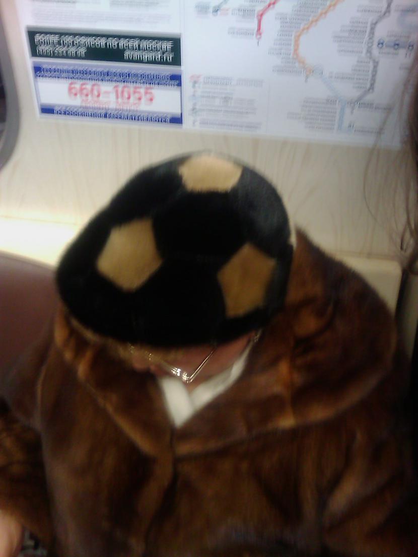 Tā nav parasta cepure  tā ir... Autors: Runcendorfs Maskavā patiešām mīl futbolu