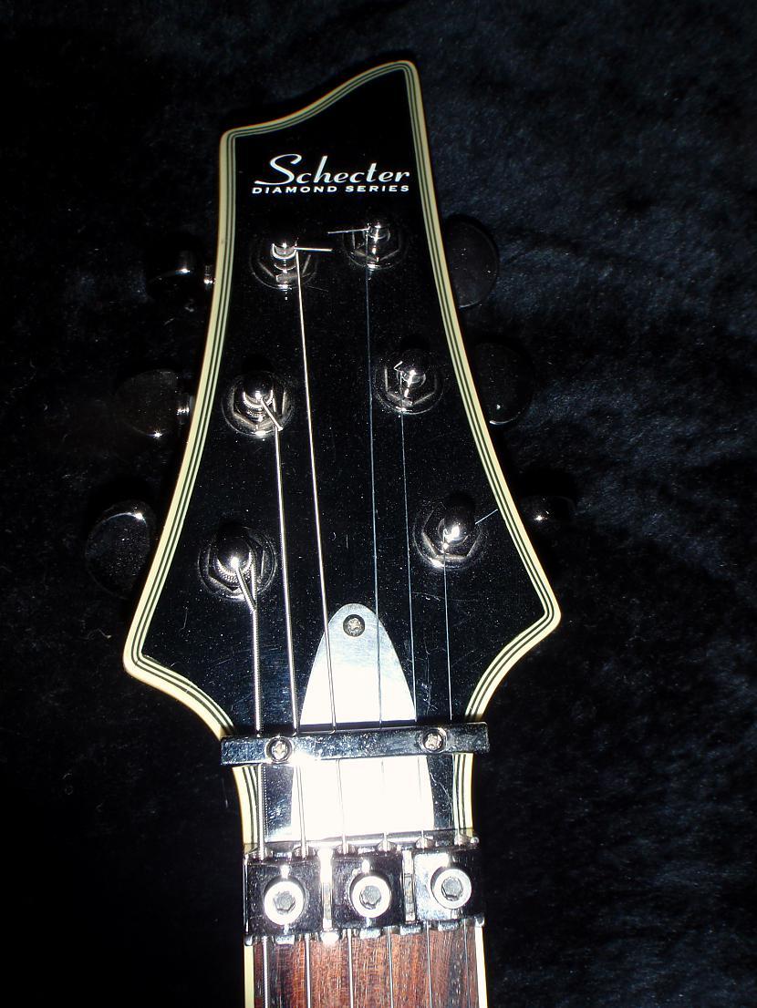 Esmu nomainijis to vaciņu kas... Autors: Krizix Krizix's guitar gear.