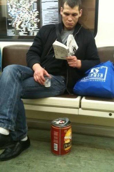 Dzer no glazītes lasa Čehovu Autors: Nabadzīgais ST Pazemes iedzīvotāji, kas viņi ir?