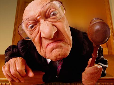 Tiesas zālēTiesnesis... Autors: Kubils pasmejamies
