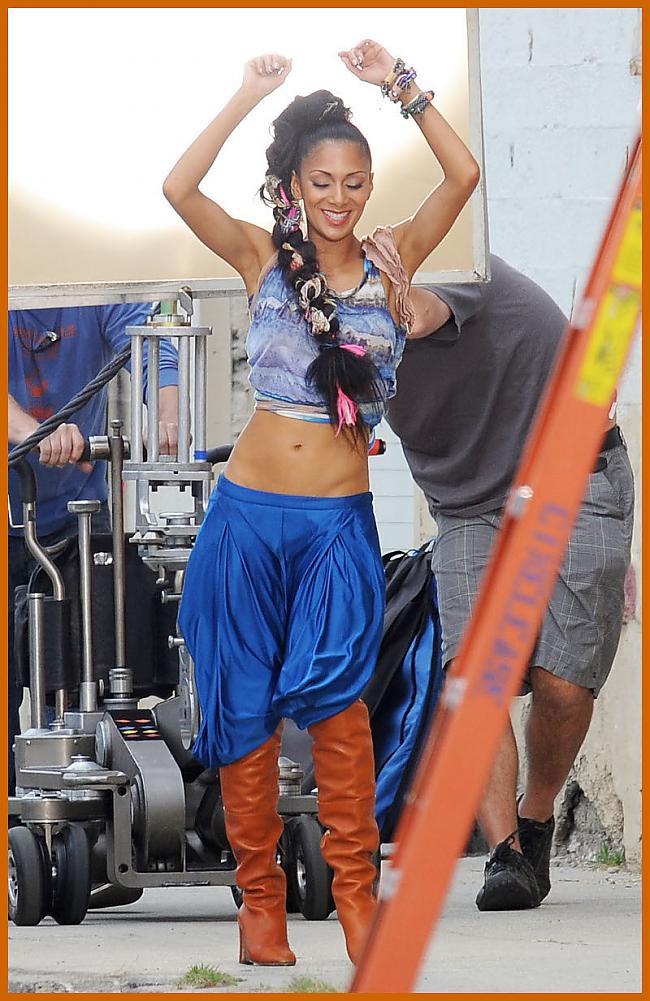 Autors: bee62 Nicole Scherzinger's Wild Style on New Music Video Set
