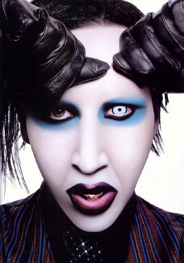 Skatuves vārds  Marilyn Manson... Autors: Laachaks Dažu slavenību īstie vārdi.