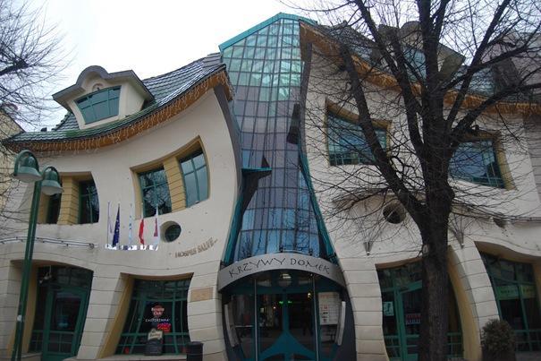 Greizā māja  Atrodas Sopotā... Autors: battery Interesantākās ēkas pasaulē.