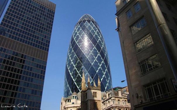 Gurķis  Atrodas Londonā... Autors: battery Interesantākās ēkas pasaulē.