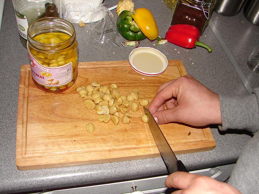 Griežam ingredientus... Autors: osvalds1 Pupiņu salāti