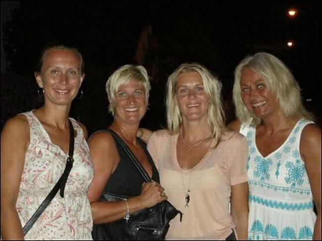 Autors: Dr Hlus Četras blondīnes nomoka vecu ekshibicionistu