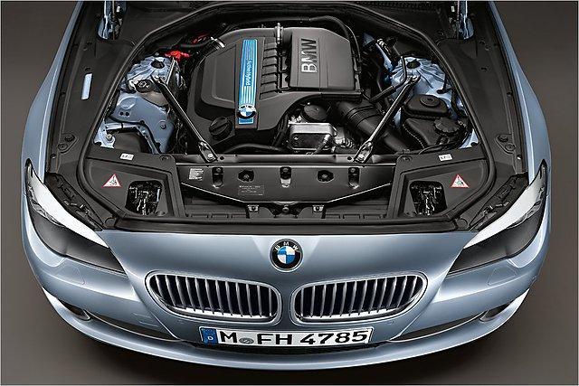 ActiveHybrid 5 var atpazīt pēc... Autors: HHRonis BMW prezentē 5.sērijas ActiveHybrid 5.