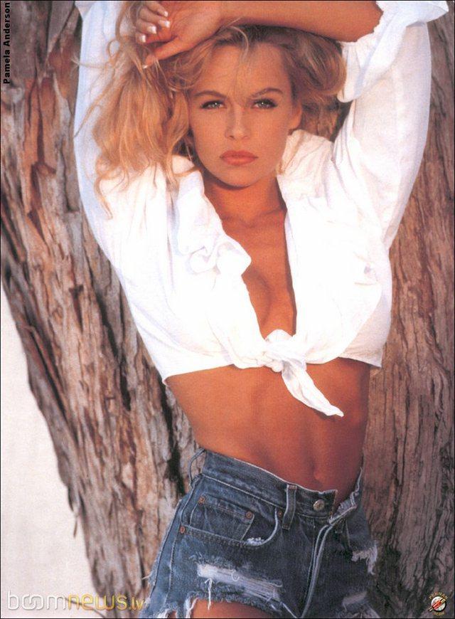 Autors: D E V I L Pamela Andersone jaunībā