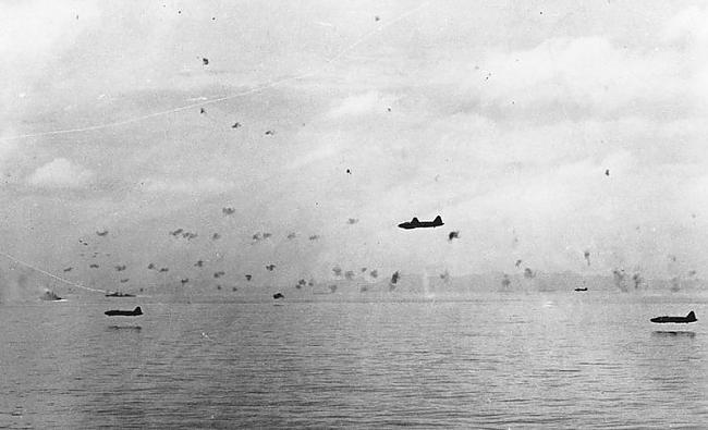 nbspJapāņu iznīcinātāji laižas... Autors: Fosilija 2 pasaules karš fotogrāfijās