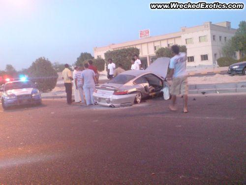 Porsche 911 TurboKāds viņu man... Autors: Fosilija Pāris avārijas Kuveitā