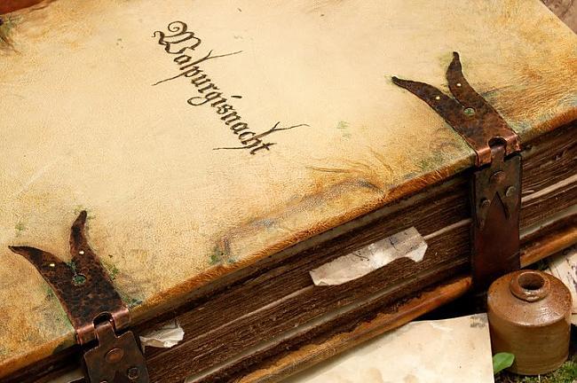 Jau 19 gadsimta gramatu... Autors: zirdziniece Antropodermiska bibliopedžija