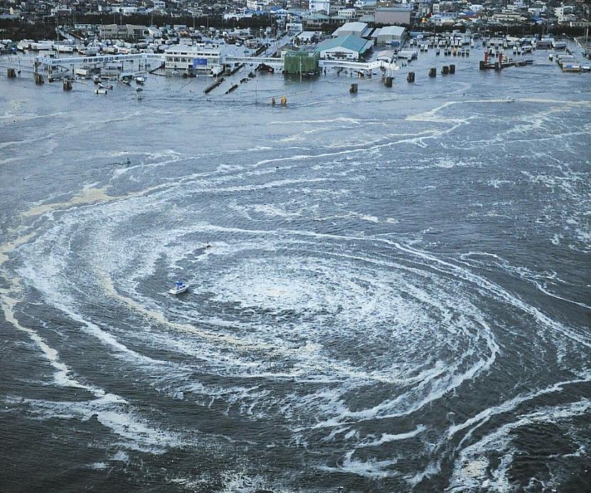 Uz ūdens redzama interesanta... Autors: BAii Interesanti notikumi, kas notikuši šogad