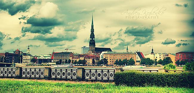 tev būs jāstaigā pe ielām un... Autors: HHRonis Latvijā tikai latviešu valoda !