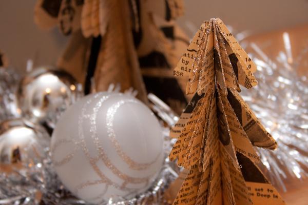 1 Veco avīžu eglītes Autors: Lithium DIY mazās Ziemassvētku eglītes.