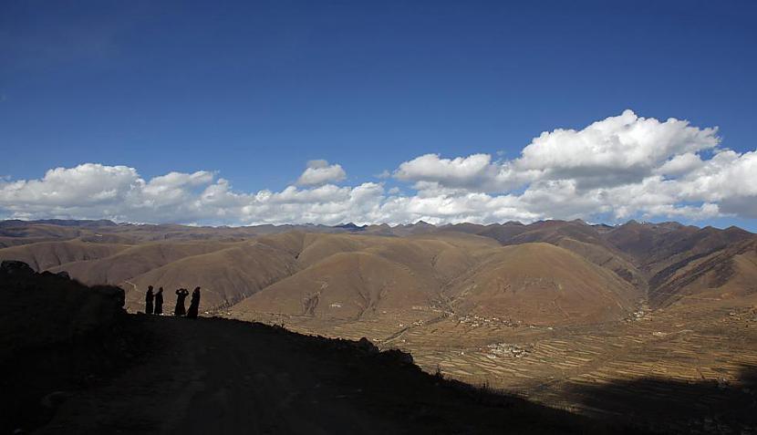 Skats no kalna vidusdaļas Autors: gnosin Tibetiešu sieviešu klosteris