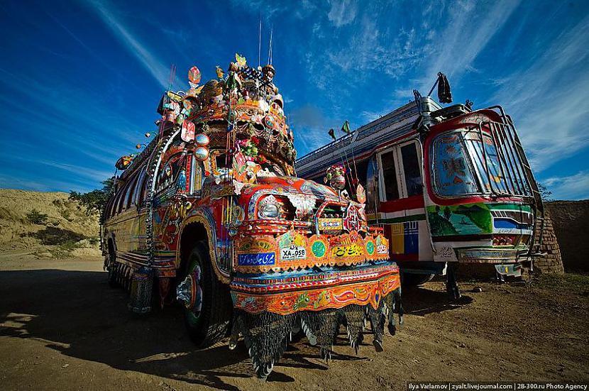 Šeit galvas tiesu pārāki šajā... Autors: Administrācija Pakistānas autobusu parks