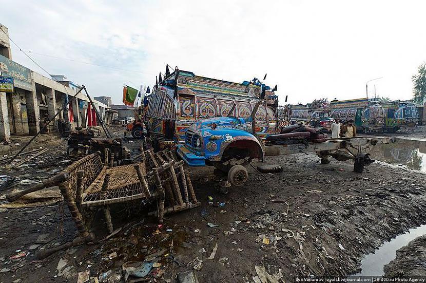 Avārijas šeit notiek bieži Autors: Administrācija Pakistānas autobusu parks