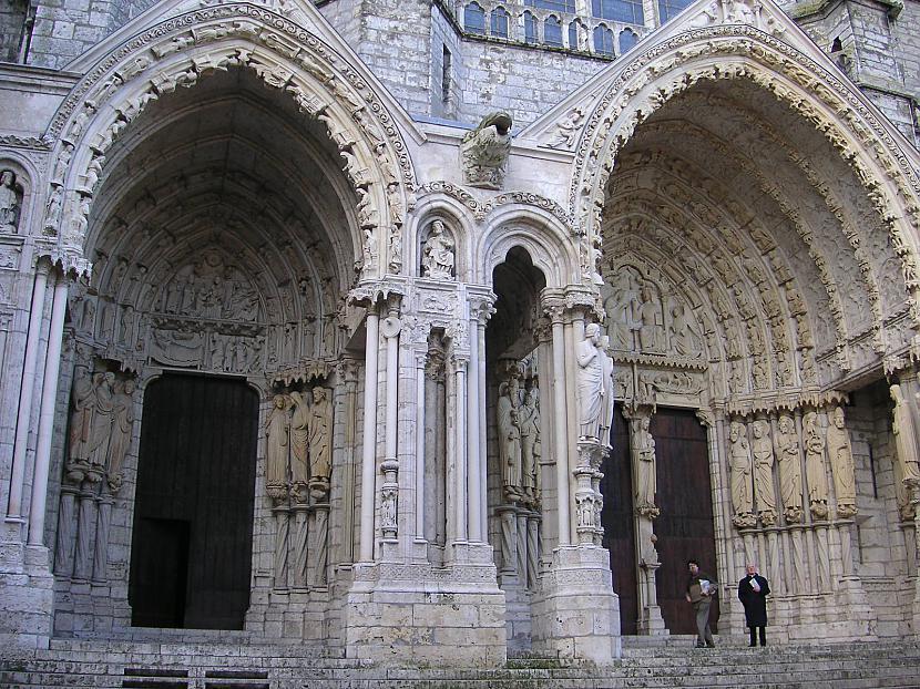 No Šartras katedrāles... Autors: Mr Cappuccino Šartras katedrāle