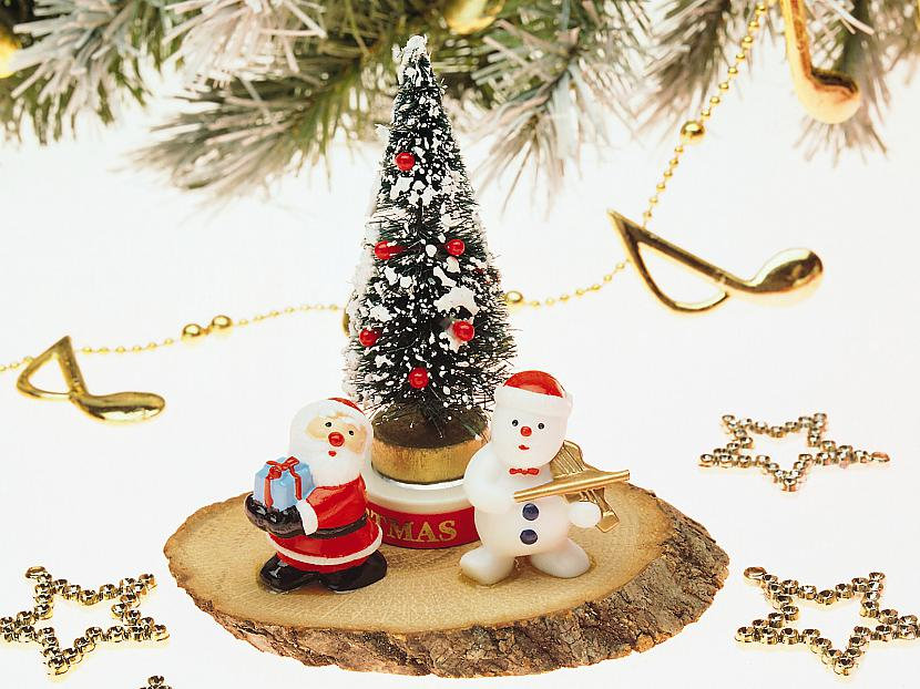 Mūsmājās slinki bērni Salatēvu... Autors: cezijscs Jautri dzejolīši + ziemassvētku attēli
