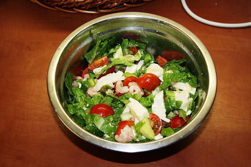 Tagad mērci pievieno salātiem... Autors: Fosilija Nerasols