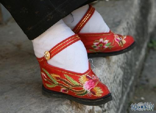 Autors: Grebe Kāju iesiešanas kults Ķīnā