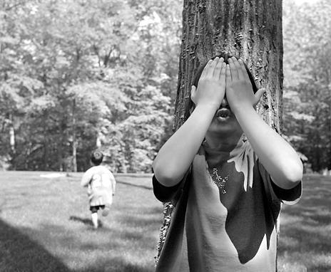 Spēlējām paslēpes  Autors: ZveeRiņš Bērnības garša.
