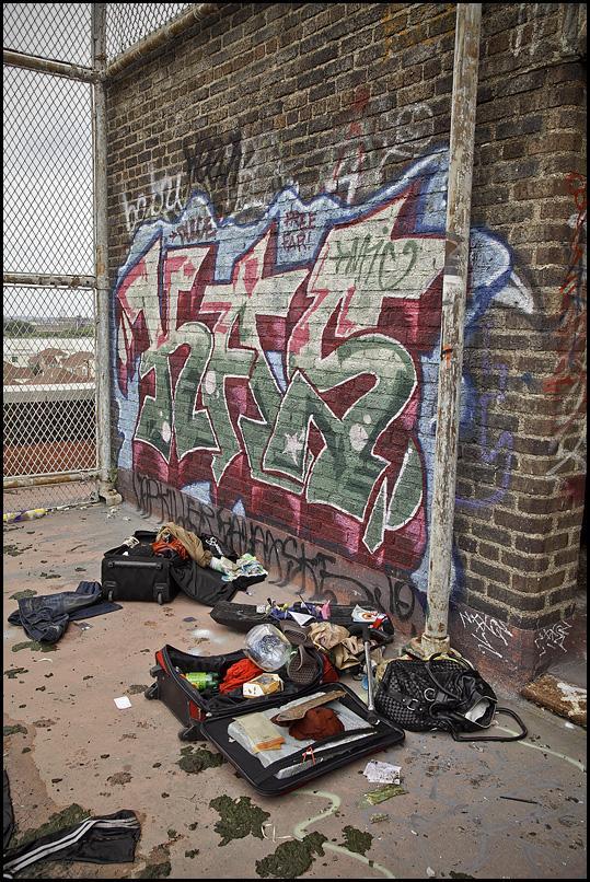 Kādas bezpajumtnieces mantas... Autors: Samaara Pamesta vieta 40: pamatskola