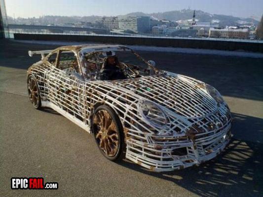 Autors: Lauretta Mājās taisīts Porsche.