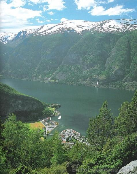 Norvēģijas fjordi kur tūristi... Autors: APJUNSENO Elpu aizraujoši dabas skati
