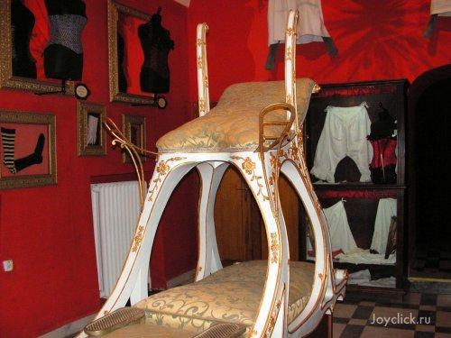 Autors: Fosilija Eksponāti no seksa muzeja Prāgā.